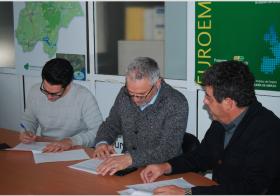"""El GDR Subbética, ha firmado el acuerdo de colaboración del Grupo Operativo """"BERRIES EN LA HUERTA DE CABRA"""""""